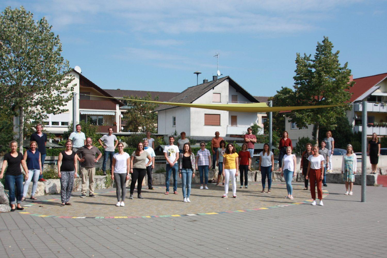 Das Kollegium der Joß-Fritz-Realschule im Schuljahr 2020/2021 mit Abstand natürlich wegen Corona